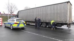 Rollende Bomben: Polizei holt Sattelzug ohne Bremsen von der Autobahn