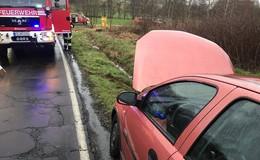 Pkw-Fahrerin auf nasser Fahrbahn ins Schleudern geraten