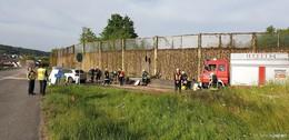 Unfall auf der A 66: Auto schleudert gegen Stromkasten und Notrufsäule