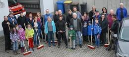 """""""We kehr for Degenfeld"""": Säuberungsaktion der Stadt auch in Vollmerz"""