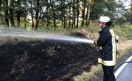 Böschung an Kreisstraße bei Rudlos fängt Feuer