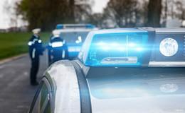 Motorradfahrer (60) kracht in Auto eines 46-Jährigen
