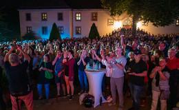 Scholz and Friends mit vielen Überraschungsgästen auf der Bühne