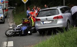 Kradfahrer auf B 62 Sorga bei Auffahrunfall schwer verletzt