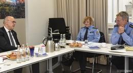 Arbeitsgespräch mit der Polizeistation: Kriminalität auf niedrigem Niveau