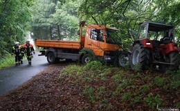 Feuerwehr übt Ernstfall: Traktor gegen Lkw bei erschwerten Bedingungen