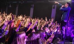Wunderschönes Chaos: 750 Fans stimmen mit Bengio ein