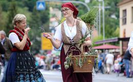 Folklore aus aller Welt beim Trachtenfest-Umzug - Bilderserie (3)