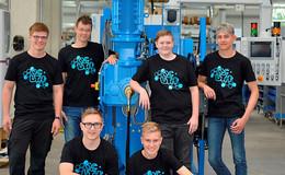 Maschinenbauunternehmen begrüßt fünf Azubis und einen FOS-Praktikanten