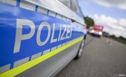 Schwerverletzt auf der Wiese: Lkw-Fahrerin entdeckt jungen Mann (21)