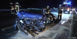 Kontrolle über Auto verloren: Betrunkener Fahrer kracht in Leitplanke