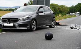 Tödlicher Unfall: Motorradfahrer kracht in Auto und stirbt