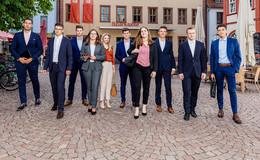 Sparkasse Fulda heißt 18 junge Leute willkommen