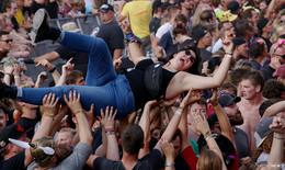 Fünf Tage Open Flair: Bands geben Vollgas: Enter Shikari und Impressionen