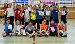 20 Kinder aus neun Schulen folgen der Einladung des Hünfelder SV