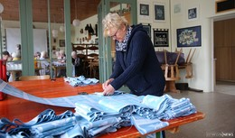 Vorbereitungen für das Trachtenfest: 20.000 Stoff-Eintrittsbändchen hergestellt
