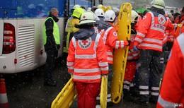 Übung am Hattenbacher Dreieck: Busunfall mit Verletzten und zwei Toten