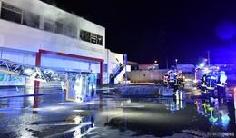 Brand in ehemaligem Supermarkt löst Feuerwehr-Großeinsatz aus