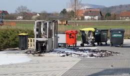 Papiercontainer geraten in Gewerbegebiet in Brand - Über 10.000 Euro Schaden