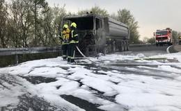 Auf A45: Brennender Lkw fordert Selbolder Feuerwehr