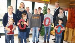 CEKA spendet 1.000 Euro an den Förderverein der Brüder-Grimm-Schule