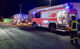 Feuerwehreinsatz auf Firmengelände: Ätzende Flüssigkeit ausgelaufen