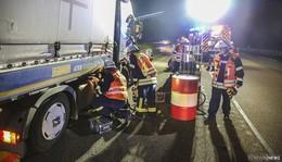 LKW-Unfall nach Reifenplatzer auf der A 7 - Diesel ausgelaufen