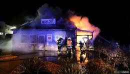 Imbiss in Industriegebiet Welkers völlig abgebrannt - 100.000 Euro Sachschaden
