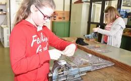 Mädchen lernten Berufe in der Ausbildungswerkstatt bei RhönEnergie kennen
