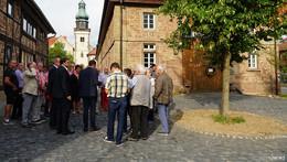 Dorfplatz und Gehweg erneuert, Fahrradweg nach Sickels kommt