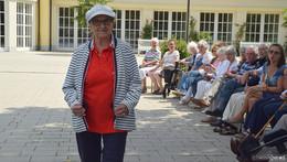 Modenschau im Kurpark begeistert Senioren - alle saßen in der ersten Reihe