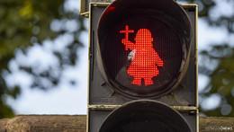 Zum Stadtjubiläum: Bonifatius regelt ab sofort den Fußgängerverkehr