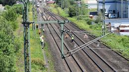 Bei Fahndung: Polizist wird von Zug überfahren und stirbt