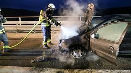 Auto brennt auf A7 nahe Uttrichshausen - Ursache unklar