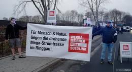 Tennet informiert über Sued-Link-Trasse - Bürgerinitiativen demonstrieren