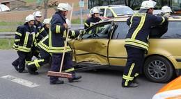 Verkehrsunfall: Zwei Pkw kollidiert - zwei Fahrzeuginsassen leicht verletzt