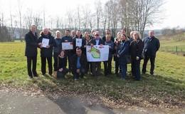 Landrat Dr. Koch übergibt Förderbescheid für Generationenplatz in Rotensee