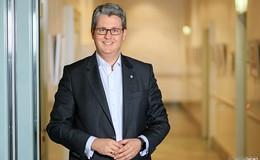 Staatssekretär Patrick Burghardt besucht IT-Messe fibit