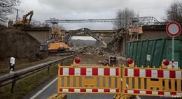 Abriss und Einbau einer Hilfsbrücke ist noch nicht abgeschlossen