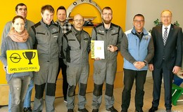 Goldener Pokal & Serviceurkunde für Opel Fahr Autohäuser