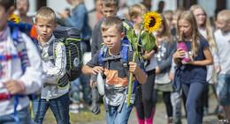 Zwölf Jungs & Mädels feiern ihre Einschulung in der Finkenbergschule