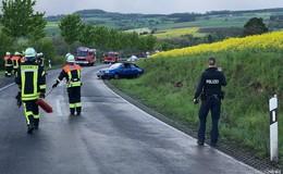 Unfall auf der Landstraße - Fahrzeug von Fahrbahn abgekommen