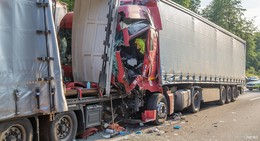 Überholverbot ignoriert: Schwerer Lkw-Unfall auf der A5 mit Verletzten