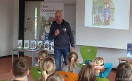 Herr Bombelmann liest ...begeisterte Schulkinder