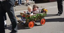 Farbenfroher Trachtenfestzug als Höhepunkt des Weisbacher Oktoberfestes