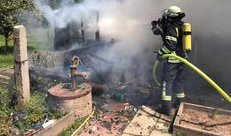 Zwei Gartenhütten brennen in Obersuhl