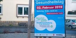 Woran denkt man bei blau-roten Plakaten? Handwerker, GNO oder AfD?