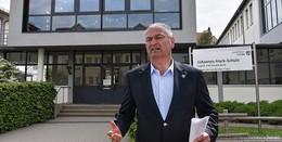 """Landrat Bernd Woide: """"Eine Bebauung würde der Schule die Luft nehmen"""""""