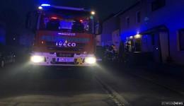 Rauchmelder warnt in der Sudetenstraße - Feuerwehr vor Ort