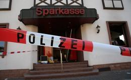 Nach Geldautomatensprengung: Sparkasse Altengronau bleibt geschlossen